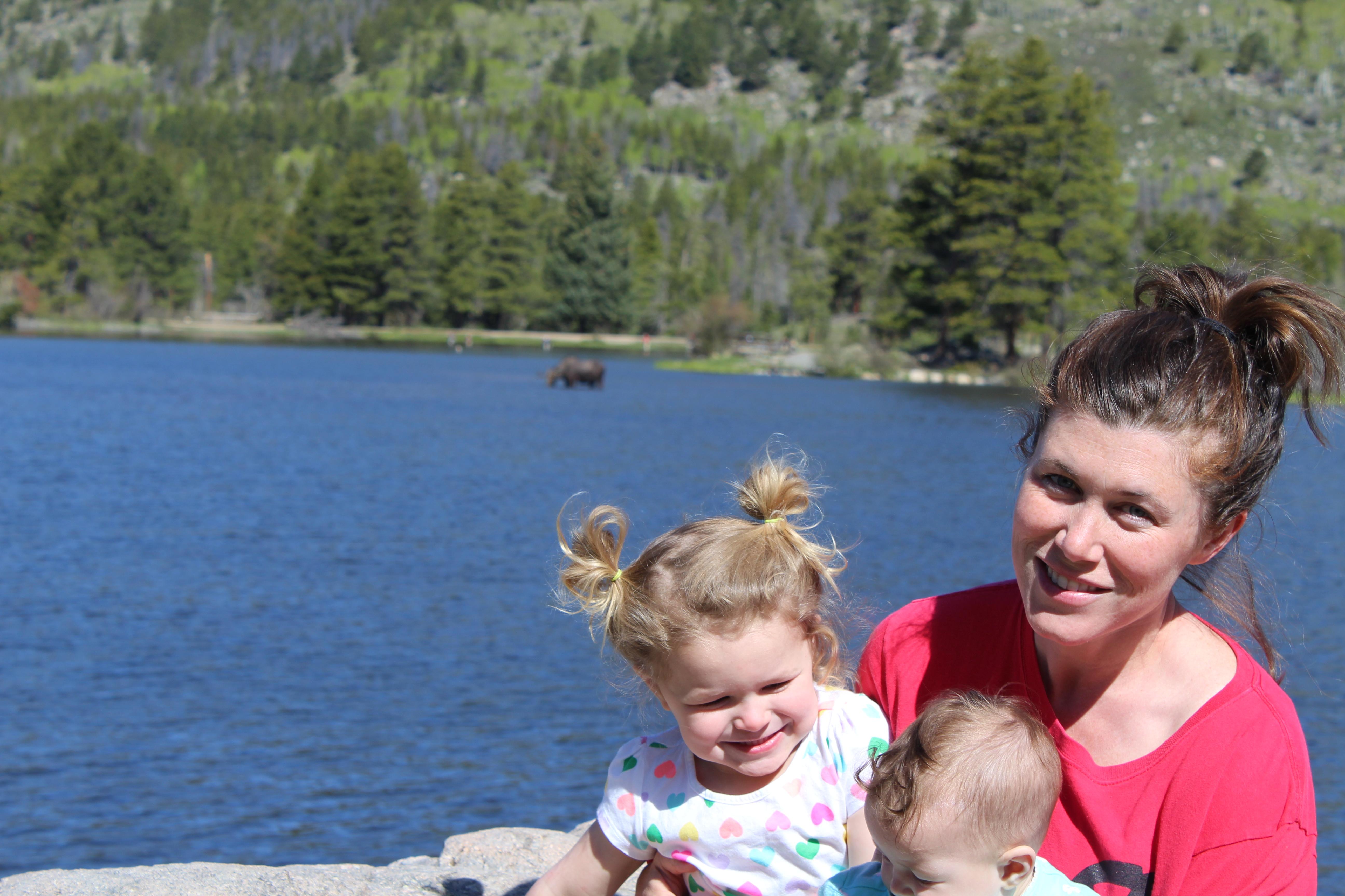 family photos at sprague lake in rocky mountain national park