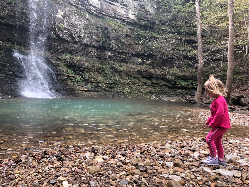 twin falls near ponca and jasper, buffalo river area hike. waterfall hike. short and family friendly hike in arkansas.